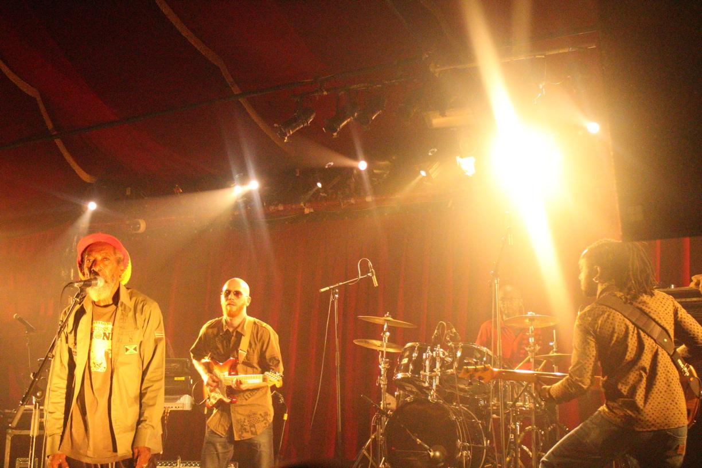 I Jahman Levi entre en scène au Cabaret Sauvage