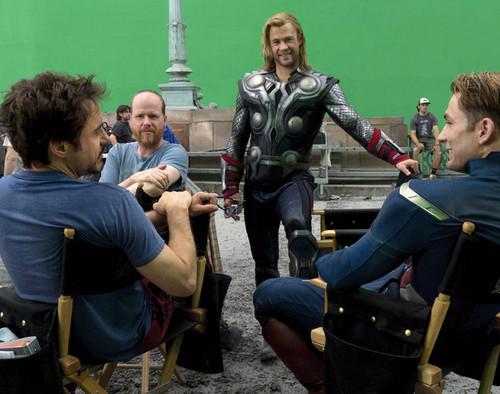 Downey Jr, Whedon, Hemswroth, Evans