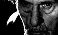 Extinction au Théâtre de L'Oeuvre interprété par Serge Merlin