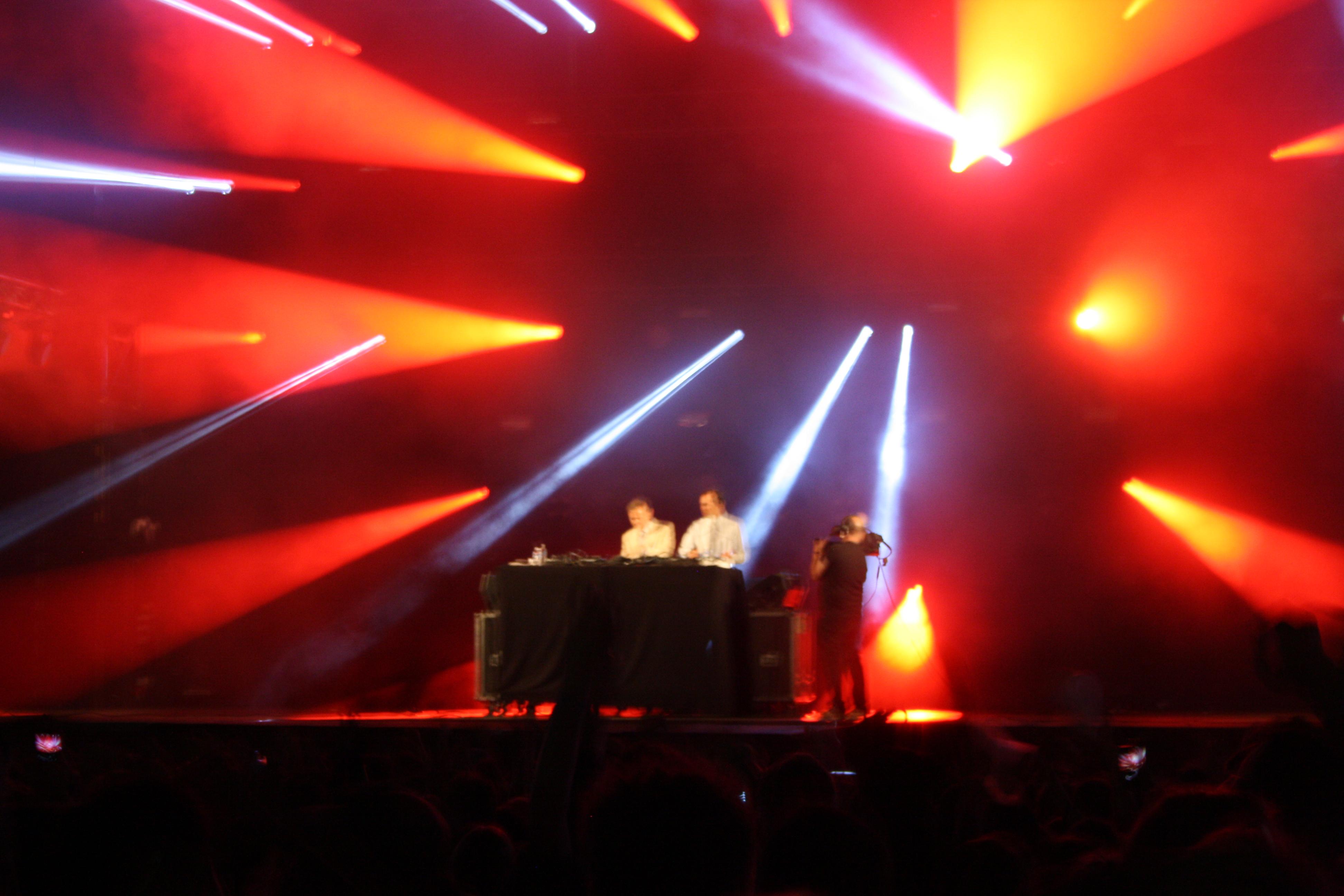2 Manys DJs