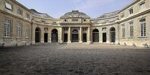 TAKE ME (I'M YOURS) à la Monnaie de Paris