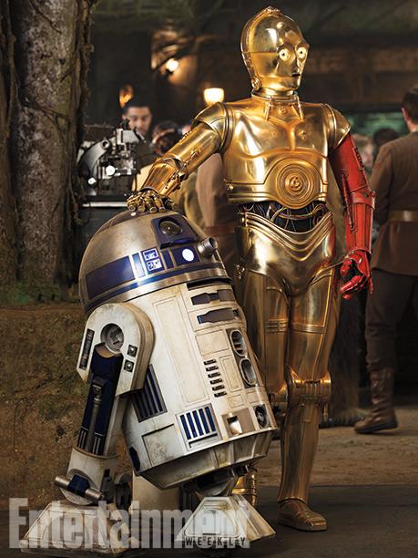 C3PO possédant un bras droit rouge et R2D2 dans un design semblable aux épisodes précédents !