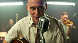 Tom Hiddleston est Hank Williams dans le premier extrait de I Saw The Light