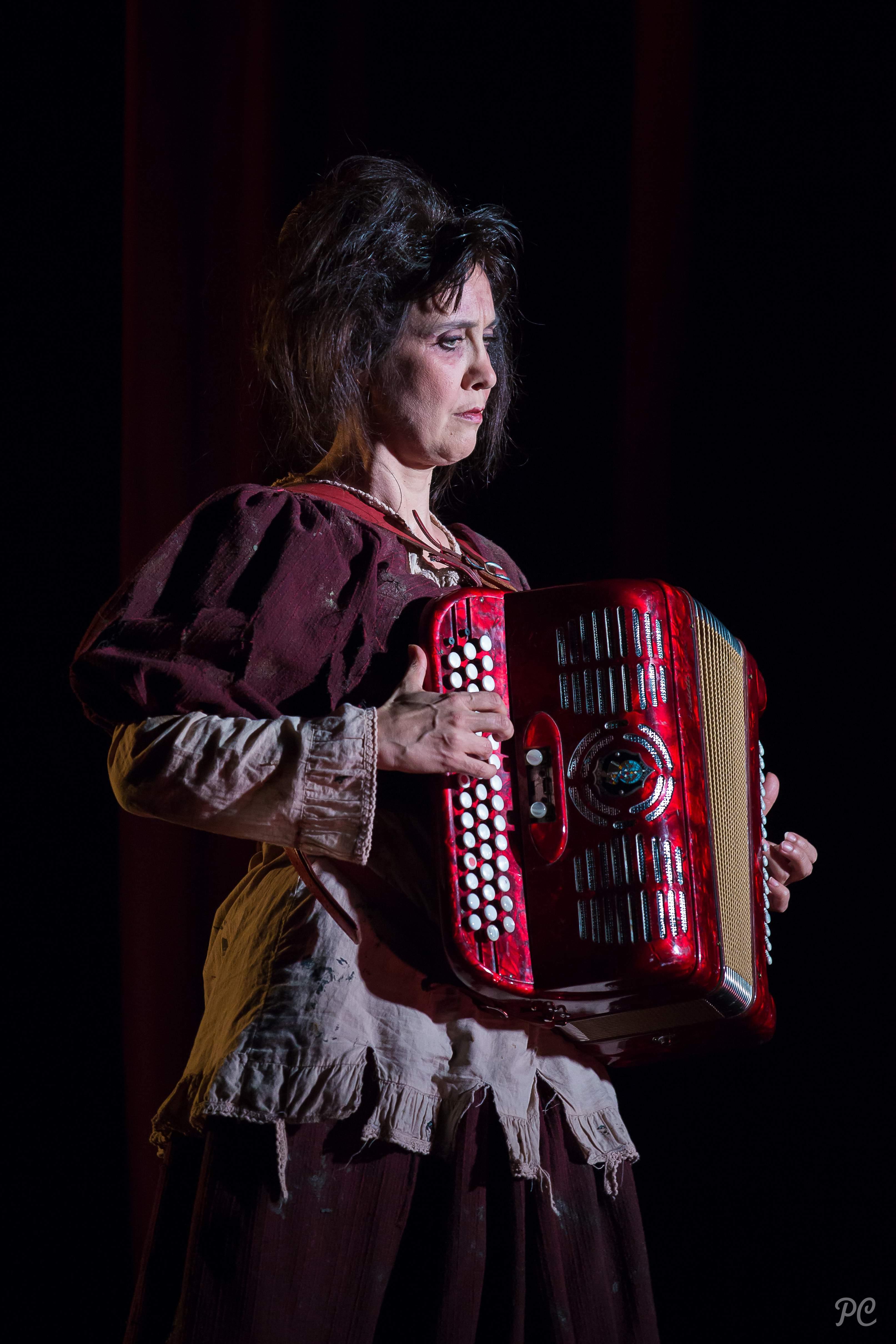 les misérables de victor Hugo, un pièce jouait par la compagnie Chouchenko au Vingtième Théâtre