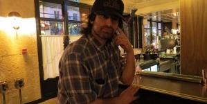 Interview: le chanteur Pete Yornde retour après 7 ans d'absence