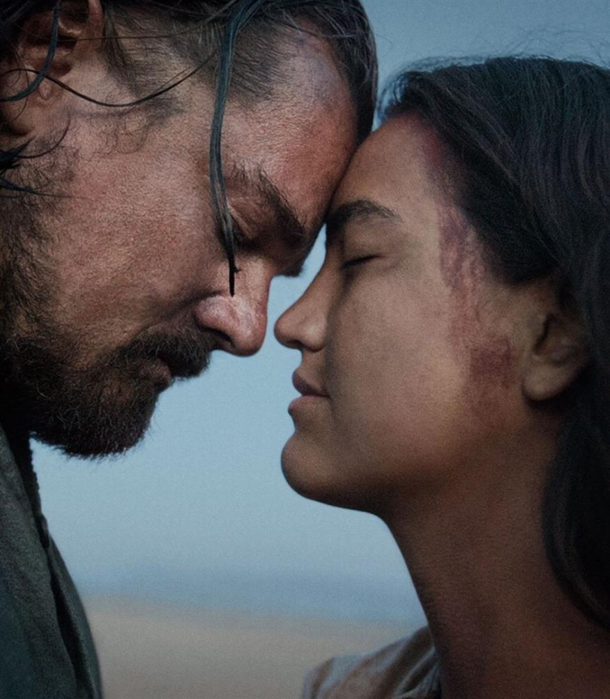 Glass (Leonardo DiCaprio) et sa femme (Grace Dove) dans des scènes de flashbacks peu convaincantes.