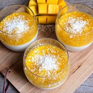 Panna cotta vegan à la noix de coco et coulis mangue/passion