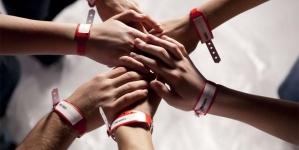 TF1 prépare une adaptation de la série Les Bracelets Rouges