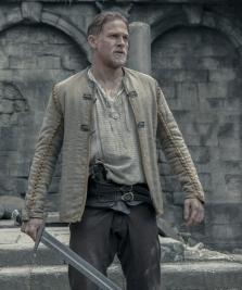 Critique «Le Roi Arthur : La Légende d'Excalibur» : Une réinterprétation hyperbolique et sous acide de la légende arthurienne
