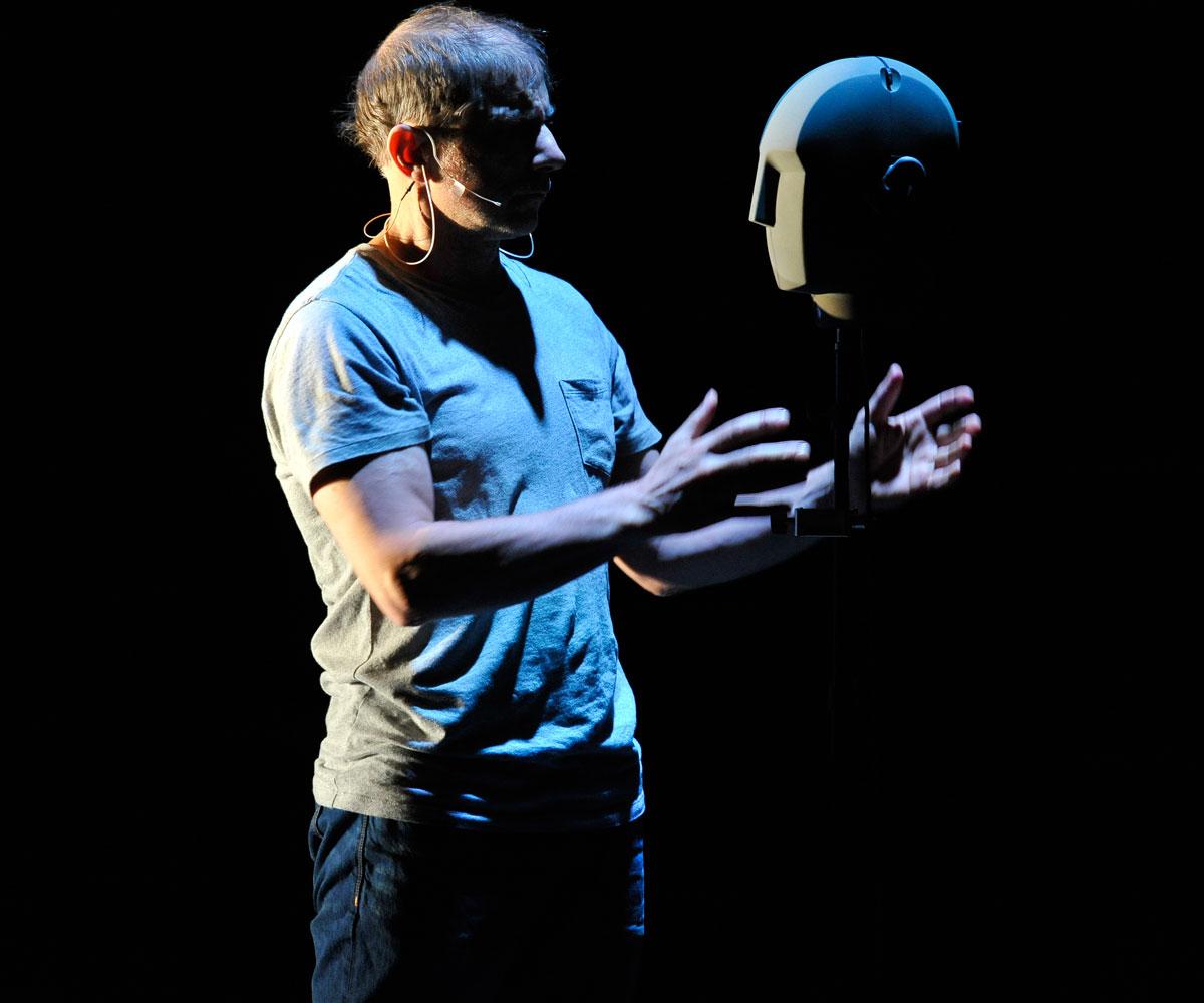 Simon McBurney et son récit auditif