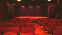 En apesanteur, une comédie grand public au théâtre Michel Galabru