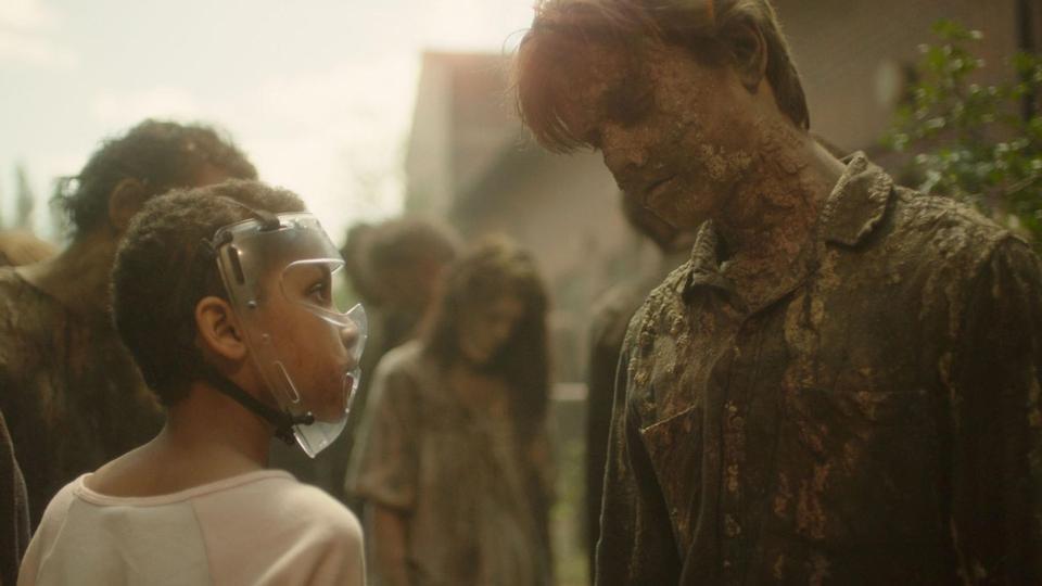 Sennia Nenua et les zombies au maquillage décevant dans The Last Girl