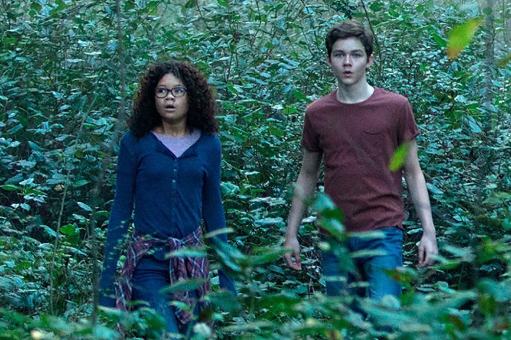 Meg Murry et Calvin dans la forêt de Camazotz