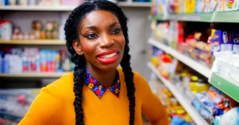 Critique S2 «Chewing Gum» (Netflix) : Tracey remet la gomme