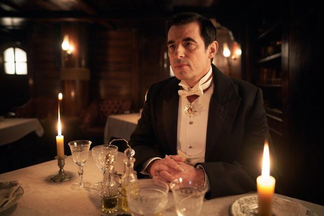 """Critique : """"Dracula"""", épisode 2, un huit clos riche en rebondissements"""