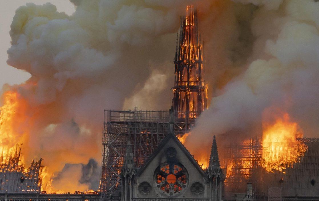 Un film sur l'incendie de Notre-Dame de Paris par Jean-Jacques Annaud