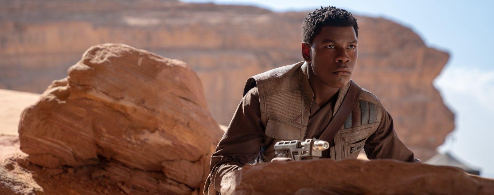 Star Wars 9 : John Boyega défend le film de J. J. Abrams