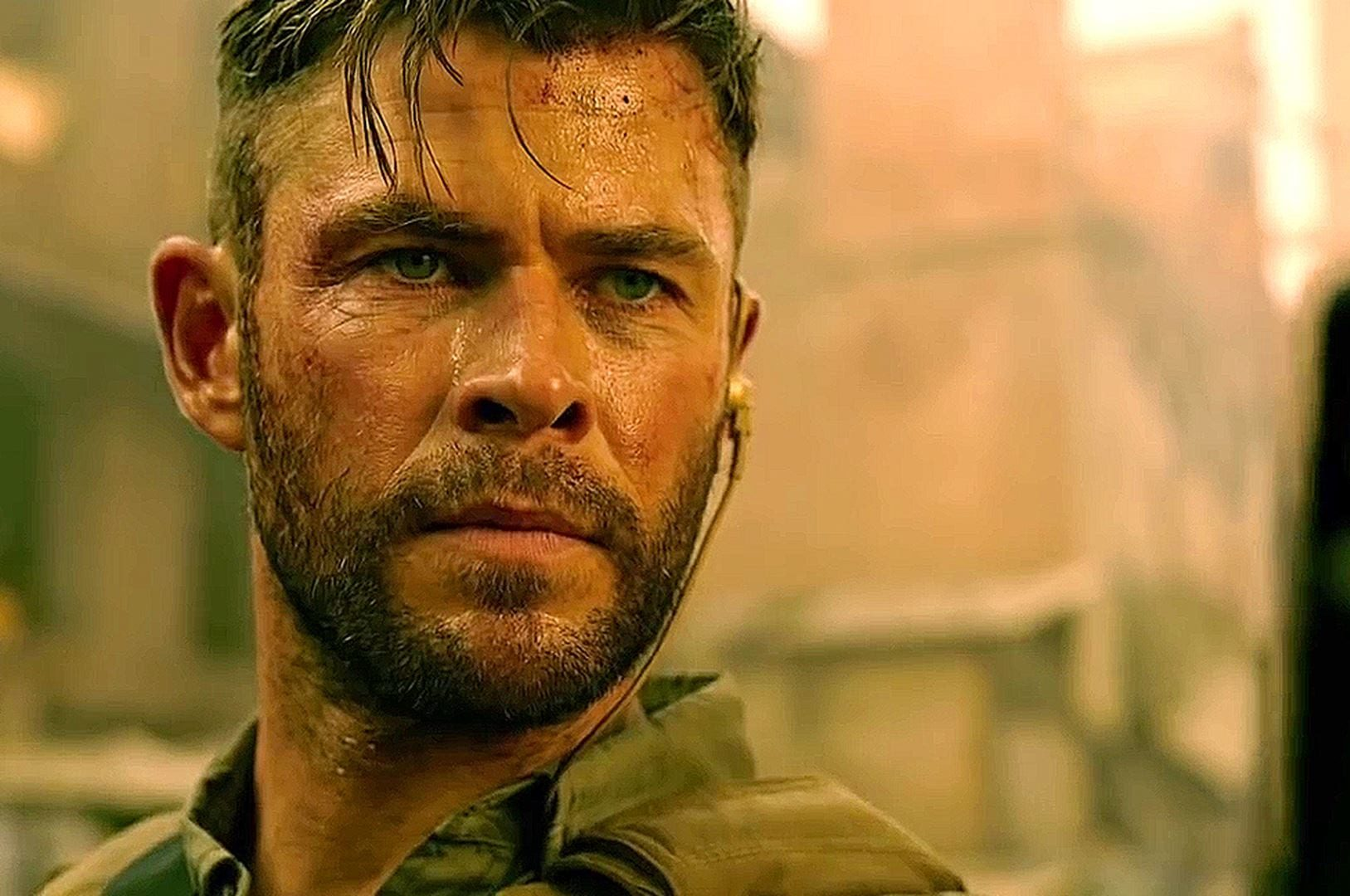 """Critique """"Tyler Rake"""" de Sam Hargrave : quand Chris Hemsworth remplace le marteau par la mitraillette"""