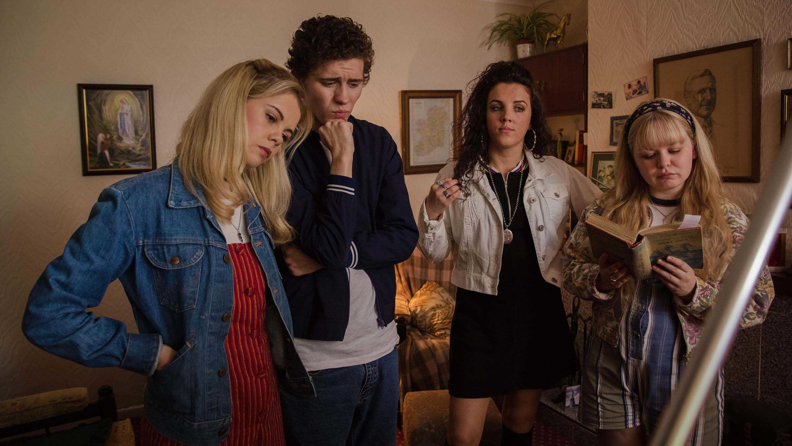 """Critique """"Derry Girls"""", la redécouverte qui fait du bien au moral"""