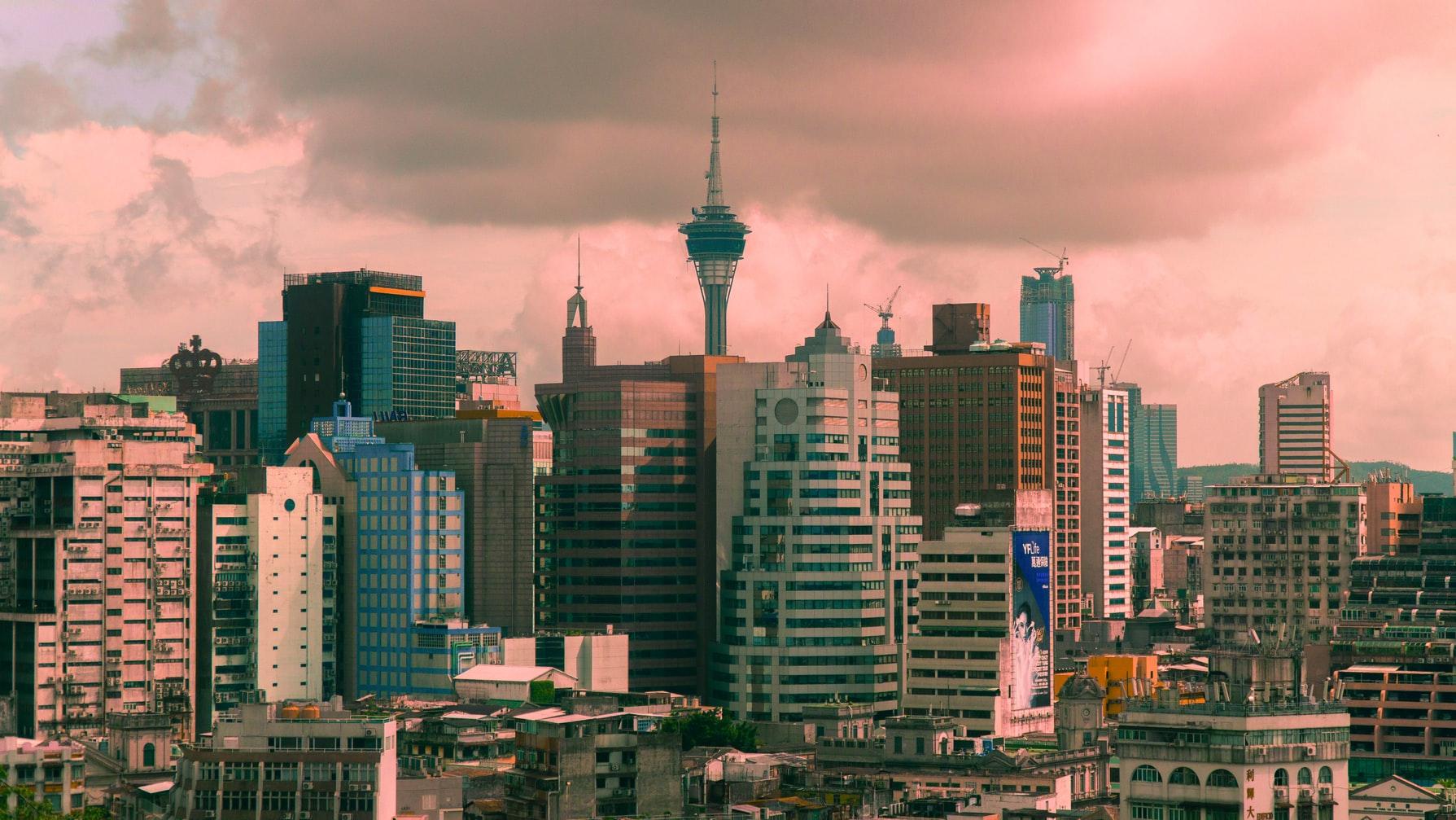 La ville moderne est hérissée de gratte-ciels