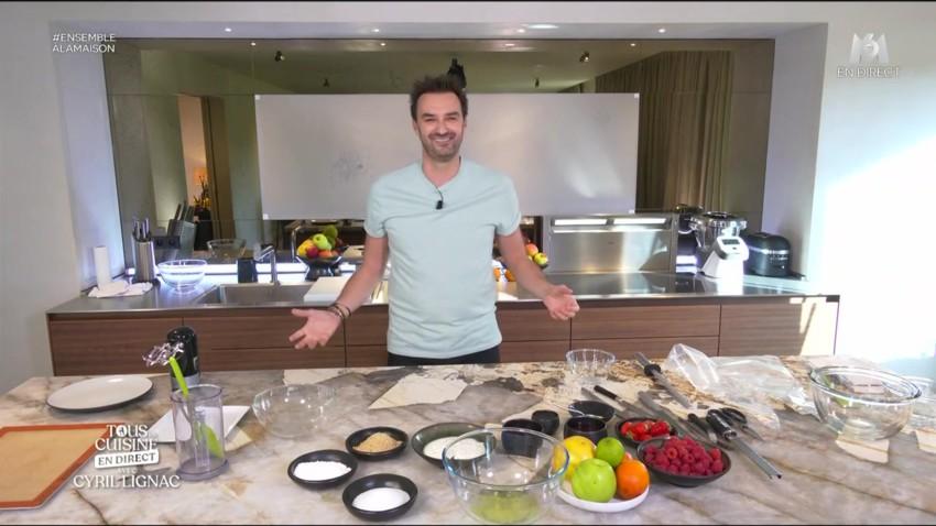 """Cyril Lignac publie un livre de recettes suite à l'émission """"Tous en cuisine"""""""