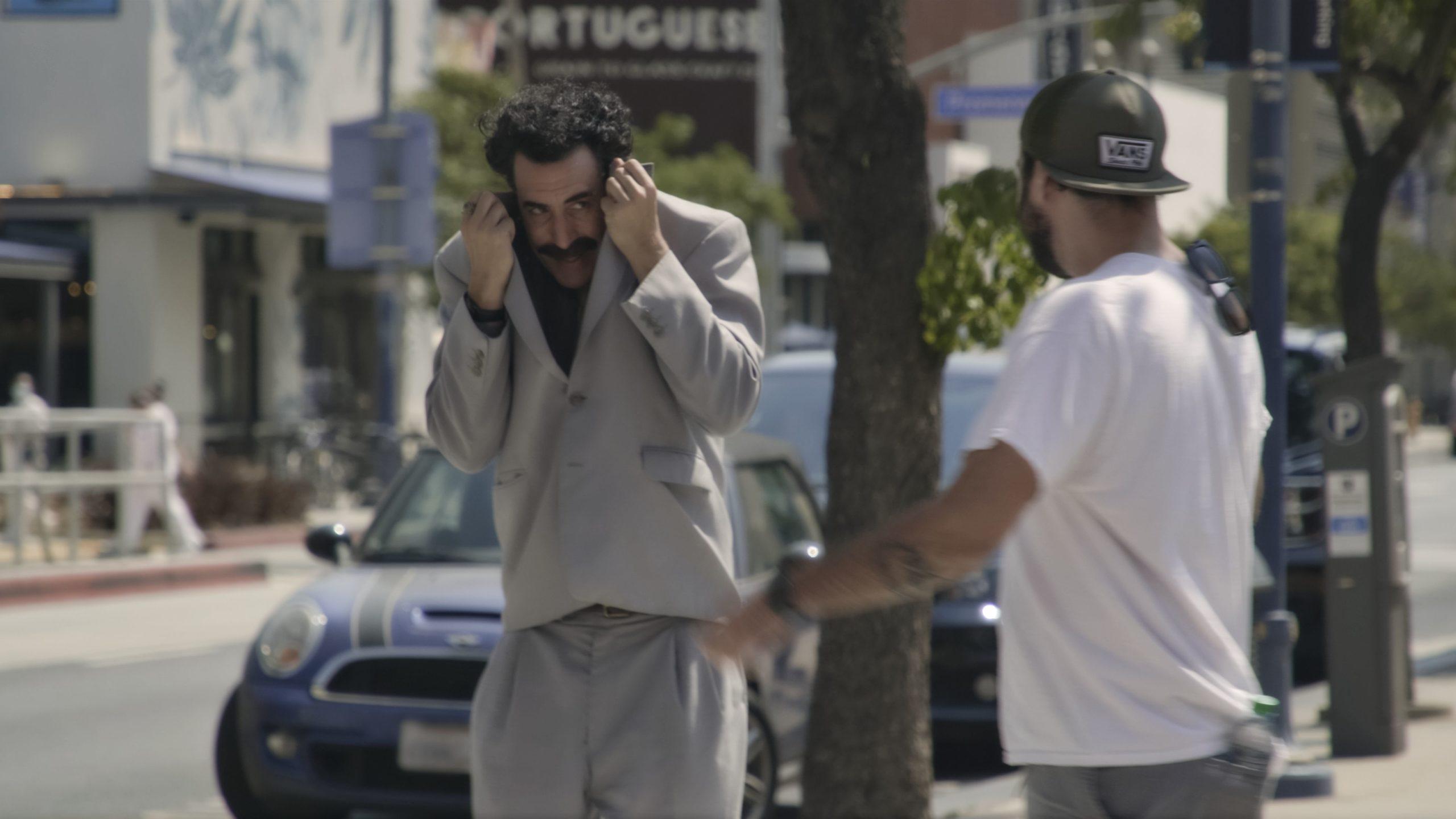 """Critique """"Borat 2"""" de Jason Woliner : Sacha Baron Cohen a réalisé la séquence de l'année"""