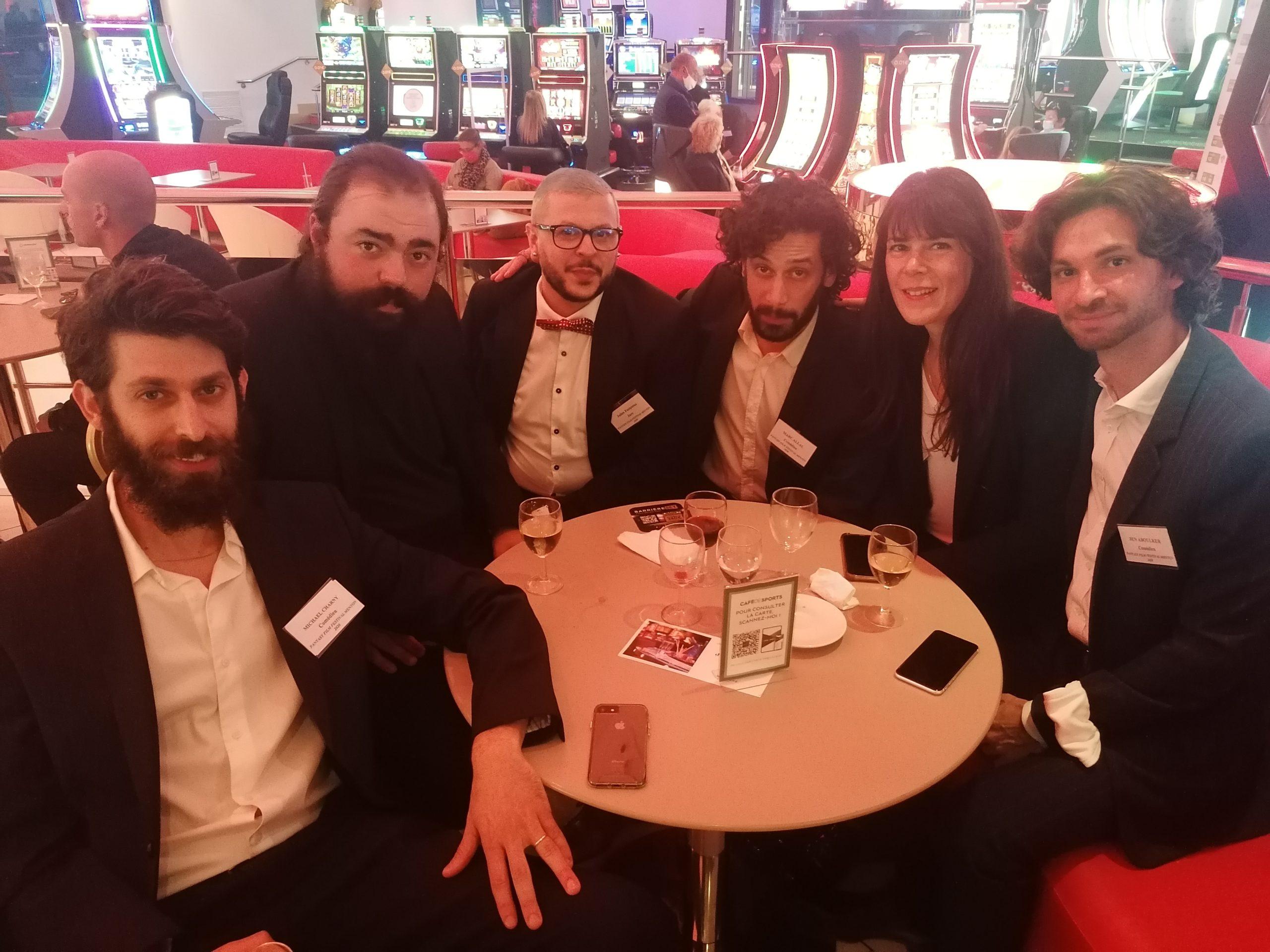 L'équipe du film Dibbuk et la rédaction