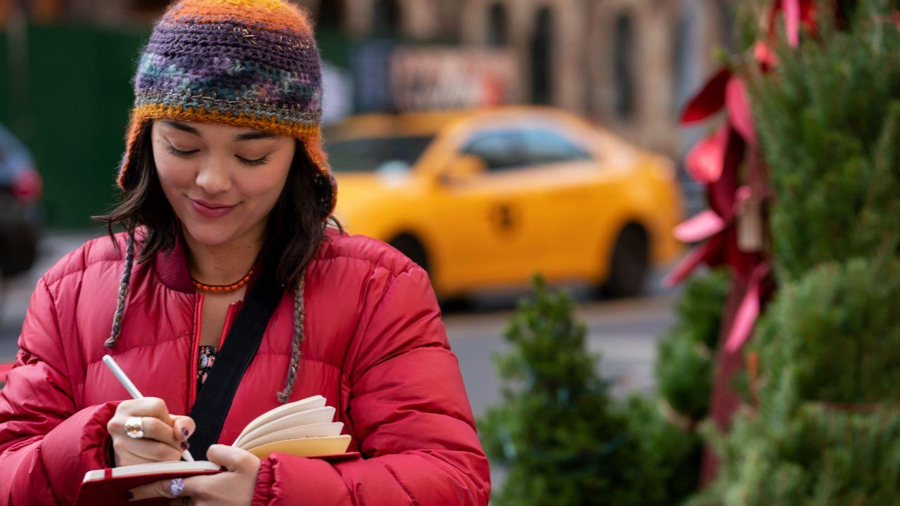 Lily avec le carnet rouge