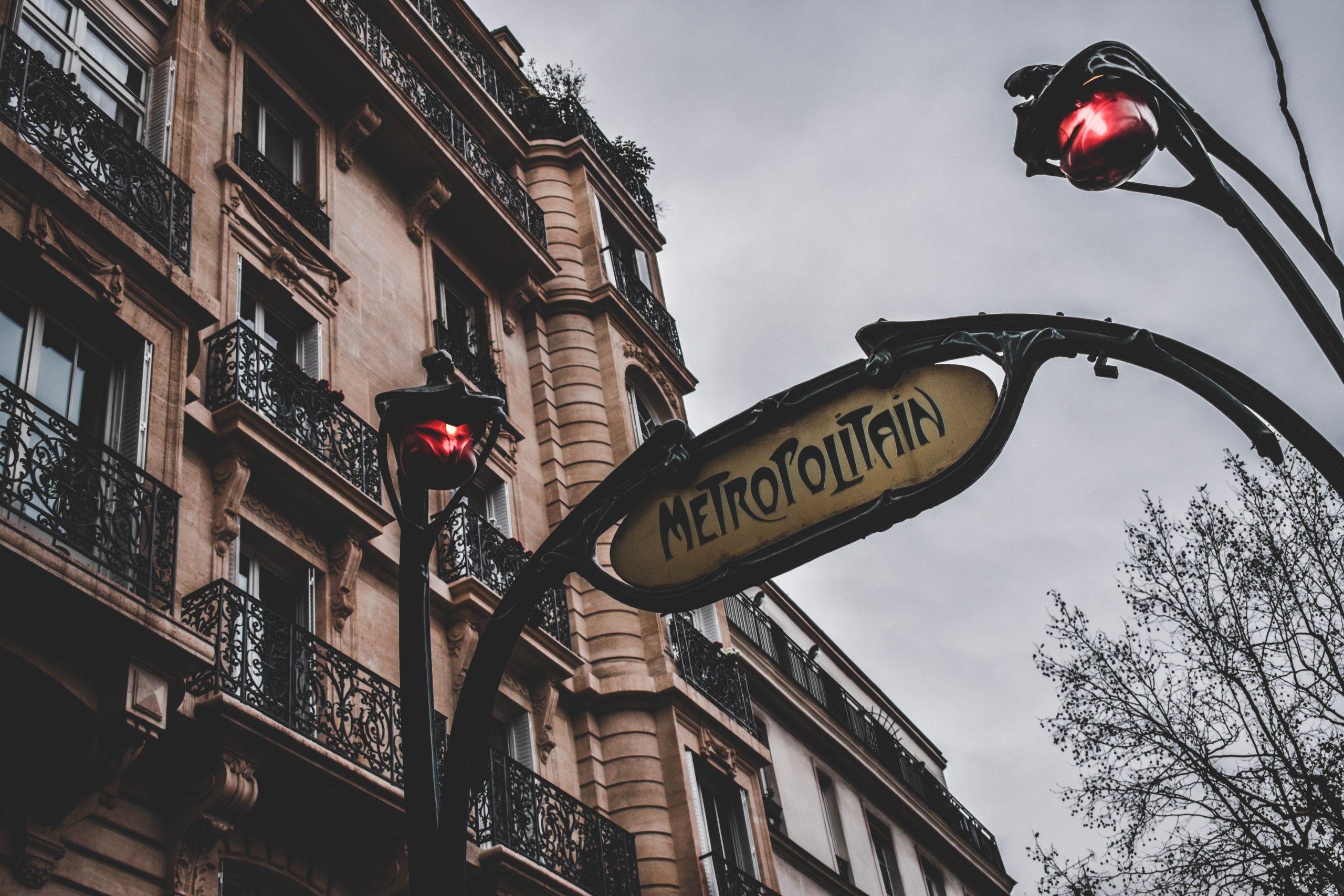Entrée de Métro Paris Photo byFlorian OlivoonUnsplash
