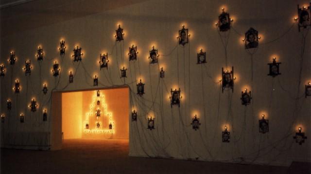 "Chrisitian Boltanski, ""Monument : Les Enfants de Dijon"", installation, 1996."