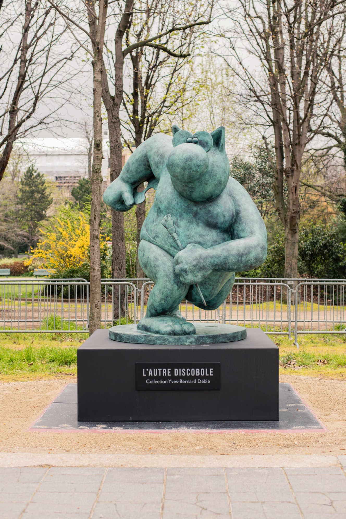 Vue de l'exposition « Le Chat déambule » de Philippe Geluck, Champs-Elysées, Paris, 2021.